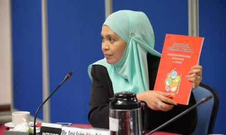 Melentur Buluh Biarlah Dari Rebungnya – Strategies to Inculcate the Integrity Values in Children